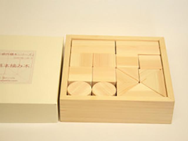 ヒノキの小さな積み木 18個
